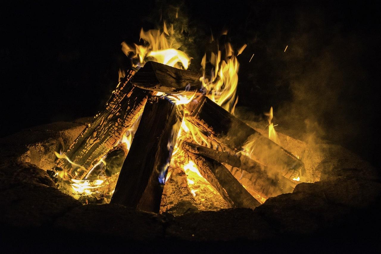 allume un feu